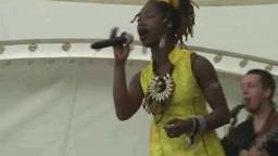 Dobet Gnahore in Concert 2010 - 4